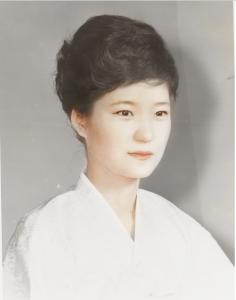 朴槿恵(パククネ)のおもしろ画像やムカつく画像や若い頃の画像を集めてみた【クネクネ】【中国の傀儡】